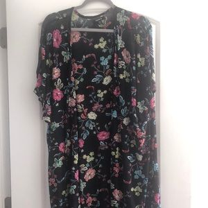 Short sleeve floral duster